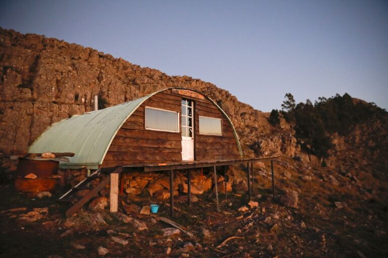 Aventura en la naturaleza: la secreta belleza de un refugio de montaña en las alturas de la soledad bonaerense.