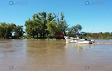 Continúa la intensa búsqueda de dos tripulantes desaparecidos en el Río Paraná.